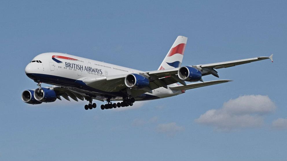 Facebook: El motor de un avión de pasajeros se incendia en pleno bueno