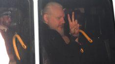 Julian Assange en el momento de la detención en Londres. Foto. EP