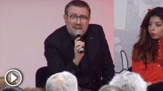 El escritor Luisgé Martín recurriendo al insulto en el acto del 'sindicato de la ceja' en Madrid.