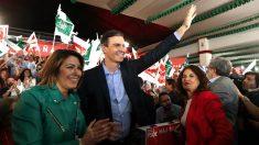 Susana Díaz, Pedro Sánchez y María Jesús Montero en un acto este jueves en Dos Hermanas (Foto: EFE).