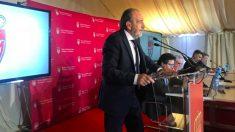 Paco Díez, con su Junta Directiva al fondo, dando explicaciones a las Asamblea de la RFFM tras su escándalo con las reuniones.