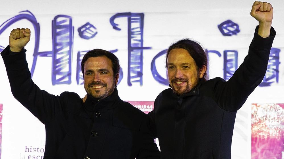 Alberto Garzón y Pablo Iglesias puño en alto. (Foto. IU)