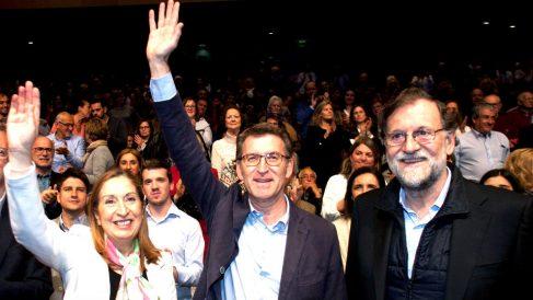 Ana Pastor, Feijóo y Rajoy en el acto de este viernes en Pontevedra (Foto: EFE).