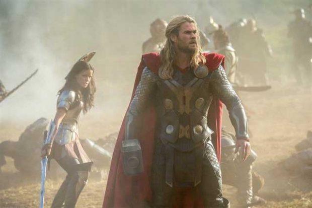 Thor en una de las primeras escenas de 'El mundo oscuro'