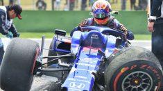 Alex Albon sufrió un accidente en la tercera sesión de entrenamientos libres del Gran Premio de China de Fórmula 1. (AFP)
