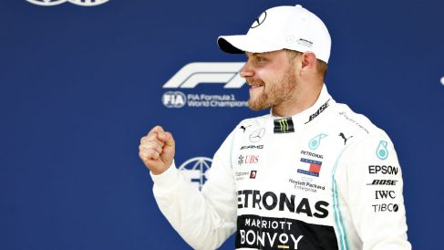 Valtteri Bottas celebra la pole conseguida en China. (Getty)