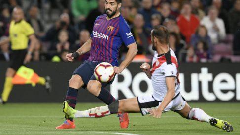 Alejandro Gálvez ante Luis Suárez (AFP)