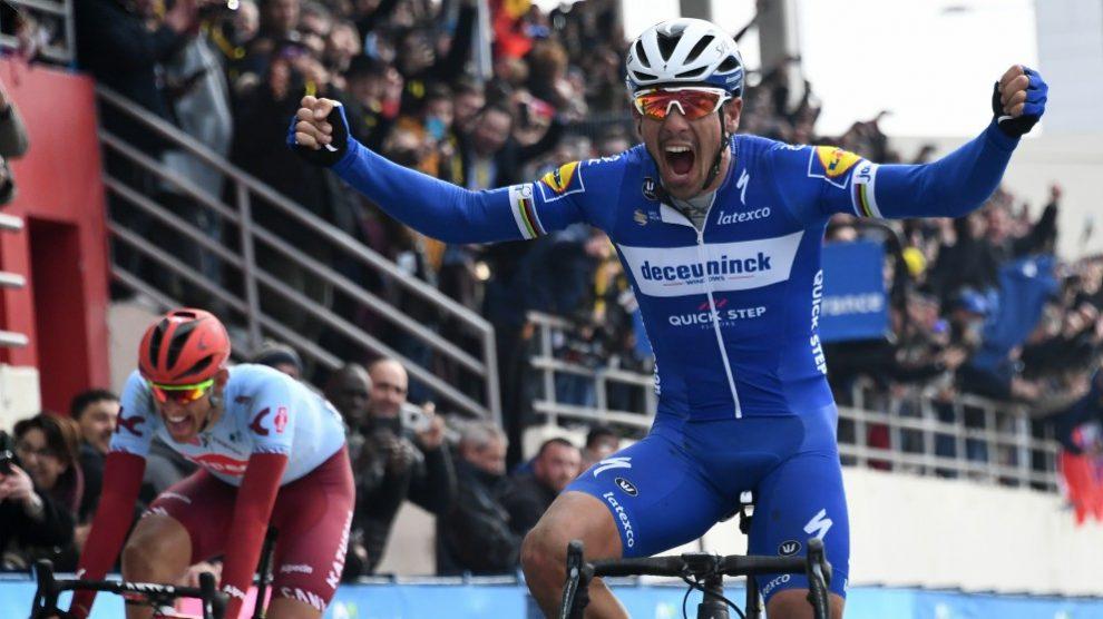 Gilbert celebra su victoria en la París-Roubaix. (AFP)