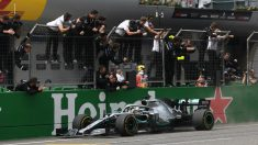 Hamilton celebra una victoria este temporada. (Getty)