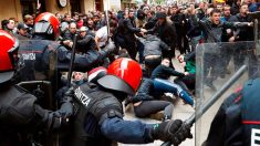 Actuación policial en Rentería ante el acoso al mitin de Ciudadanos en la localidad guipuzcoana. Foto: EFE