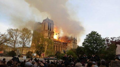 La catedral de Notre Dame, en llamas. (Getty)