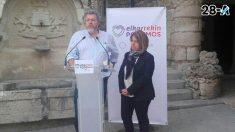 Los cabezas de lista de Elkarrekin Podemos por Álava para el Congreso, Juantxo López de Uralde, y para el Senado, Kontxi Palencia, han participado este lunes en un acto electoral en la capital del municipio del Condado de Treviño. Foto: Europa Press