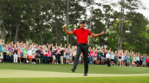 Tiger Woods tras conquistar el Masters de Augusta. (AFP)