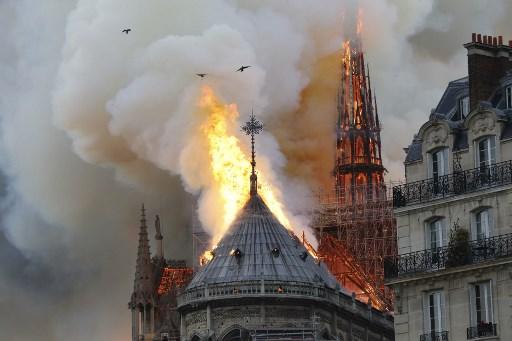 Imagen del terrible incendio que ha devorado gran parte de la catedral Notre Dame de París. Foto: AFP