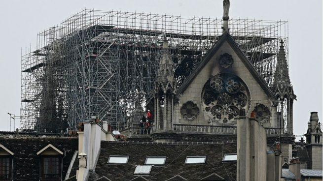 Las vidrieras superiores de la catedral de Notre Dame serán retiradas a partir del viernes