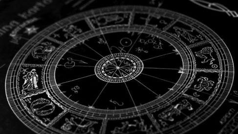 Descubre las predicciones del horóscopo hoy domingo 21 de abril