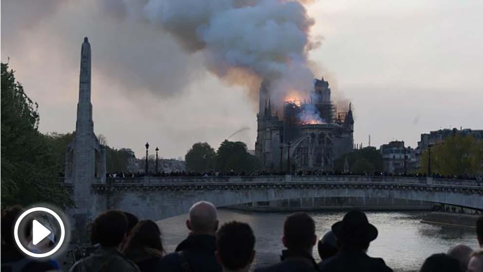 Vistas del incendio en Notre Dame
