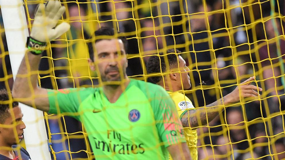 Buffon se lamenta tras un gol del Nantes. (AFP)