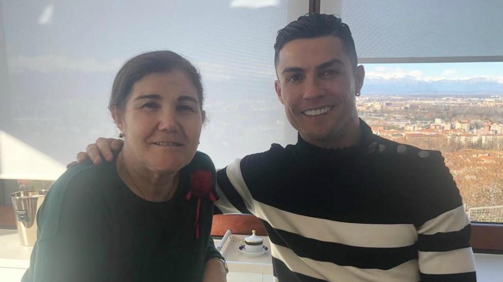 Cristiano Ronaldo junto a su madre.