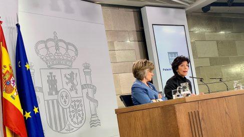 Las ministras Carcedo y Celaá, hoy miércoles tras el Consejo de Ministros. Foto: Joan Guirado