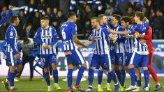 El Alavés celebra un gol en Mendizorroza (AFP)