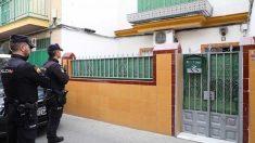 Policías custodian la casa del yihadista. Foto: Europa Press
