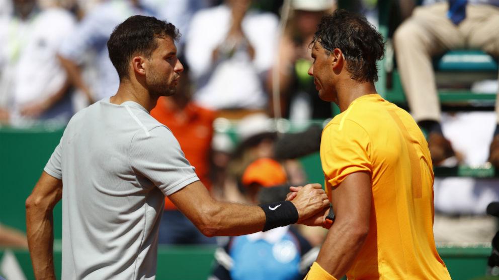 Rafa Nadal y Grigor Dimitrov se saludan tras su partido en el Masters 1.000 de Montecarlo la pasada temporada. (Getty)
