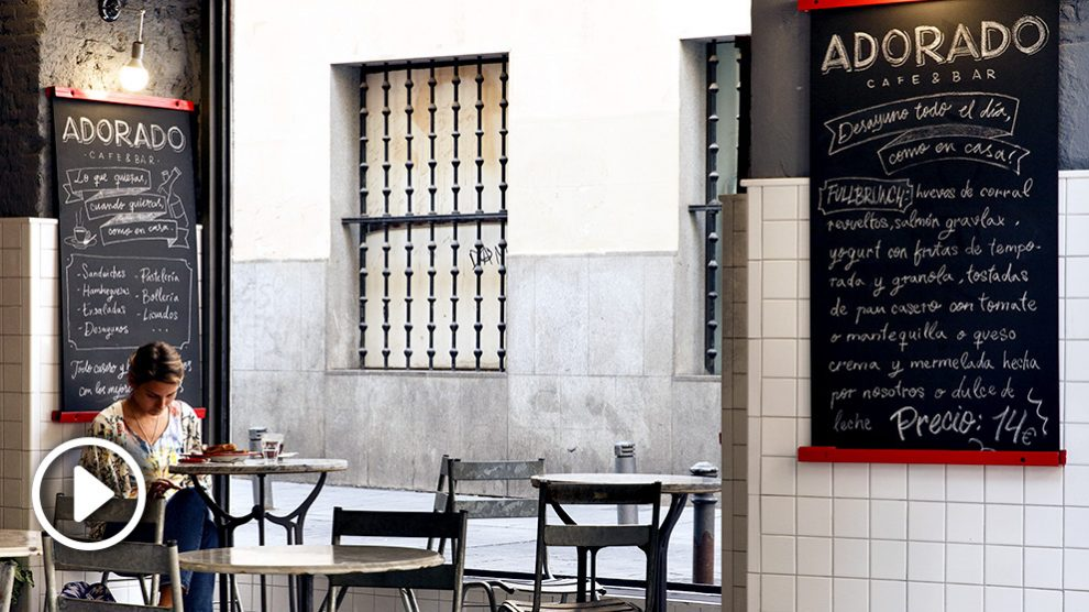 Cafe bar 'Adorado'.