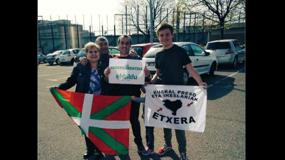 David Pla con la bandera de EH Bildu
