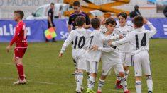 Los jugadores del benjamín del Real Madrid celebran la victoria en la IscarCup. (Foto: IscarCup)