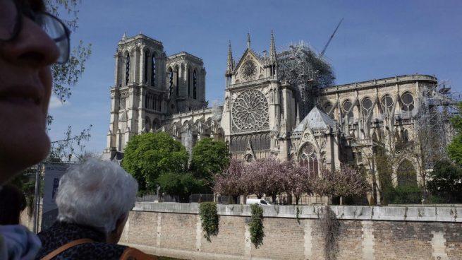Notre Dame colocará una gran lona a modo de paraguas para evitar nuevos daños