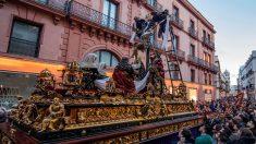 Uno de los pasos de la Semana Santa de Sevilla. Foto: EFE