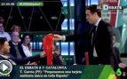 Teodoro García Egea entregando la bandera de España a Rufián en 'La Sexta Noche' (Fuente: @populares)