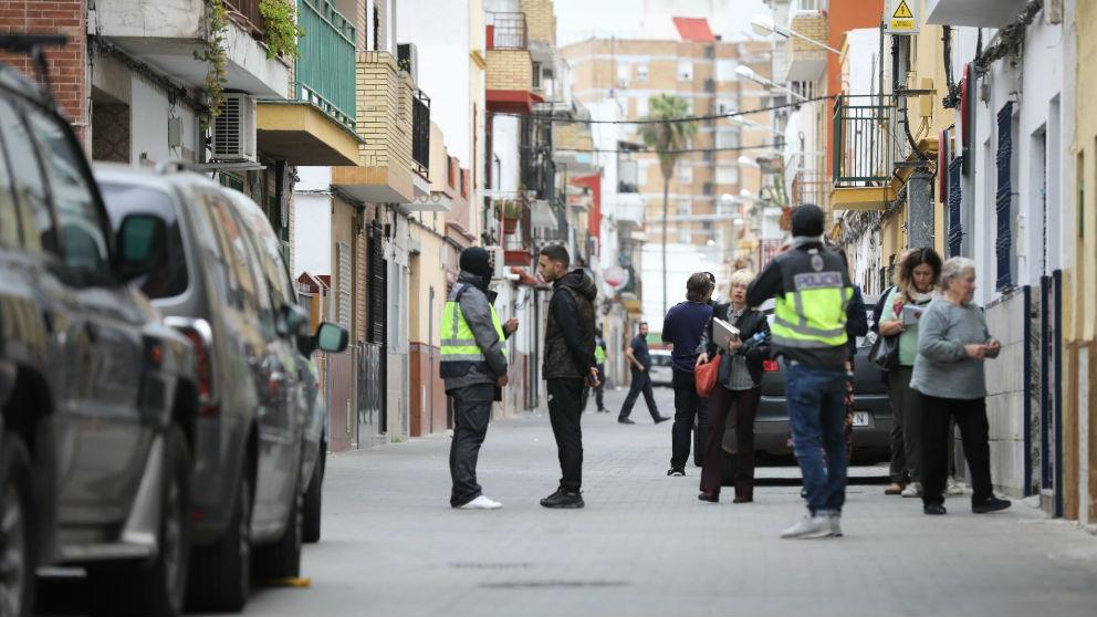 La Policia interroga a los vecinos del yihadista en Sevilla