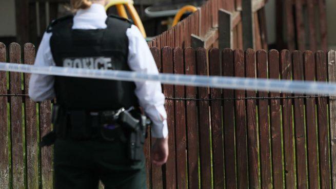 Arrestan a dos hombres por el asesinato de la periodista en los disturbios de Irlanda del Norte
