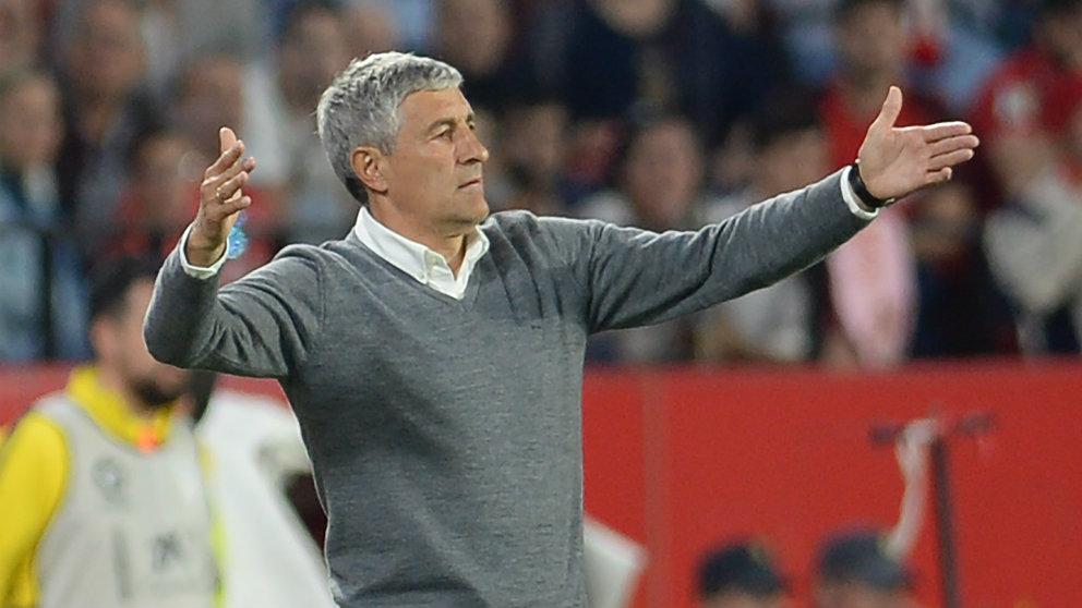 Quique Setién, durante un partido cuando era entrenador del Betis. (AFP)