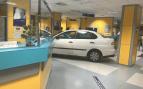 Detenido un hombre por estampar su coche contra la entrada de Urgencias por tener que esperar turno