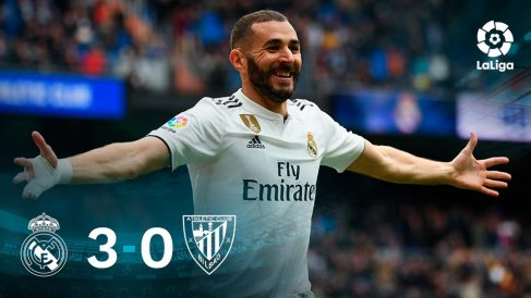 Benzema celebra uno de sus tres goles ante el Athletic.