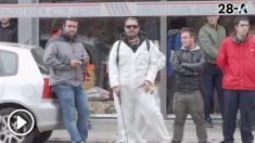 Los CDR acosan a Arrimadas y 'fumigan' la calle a su paso.