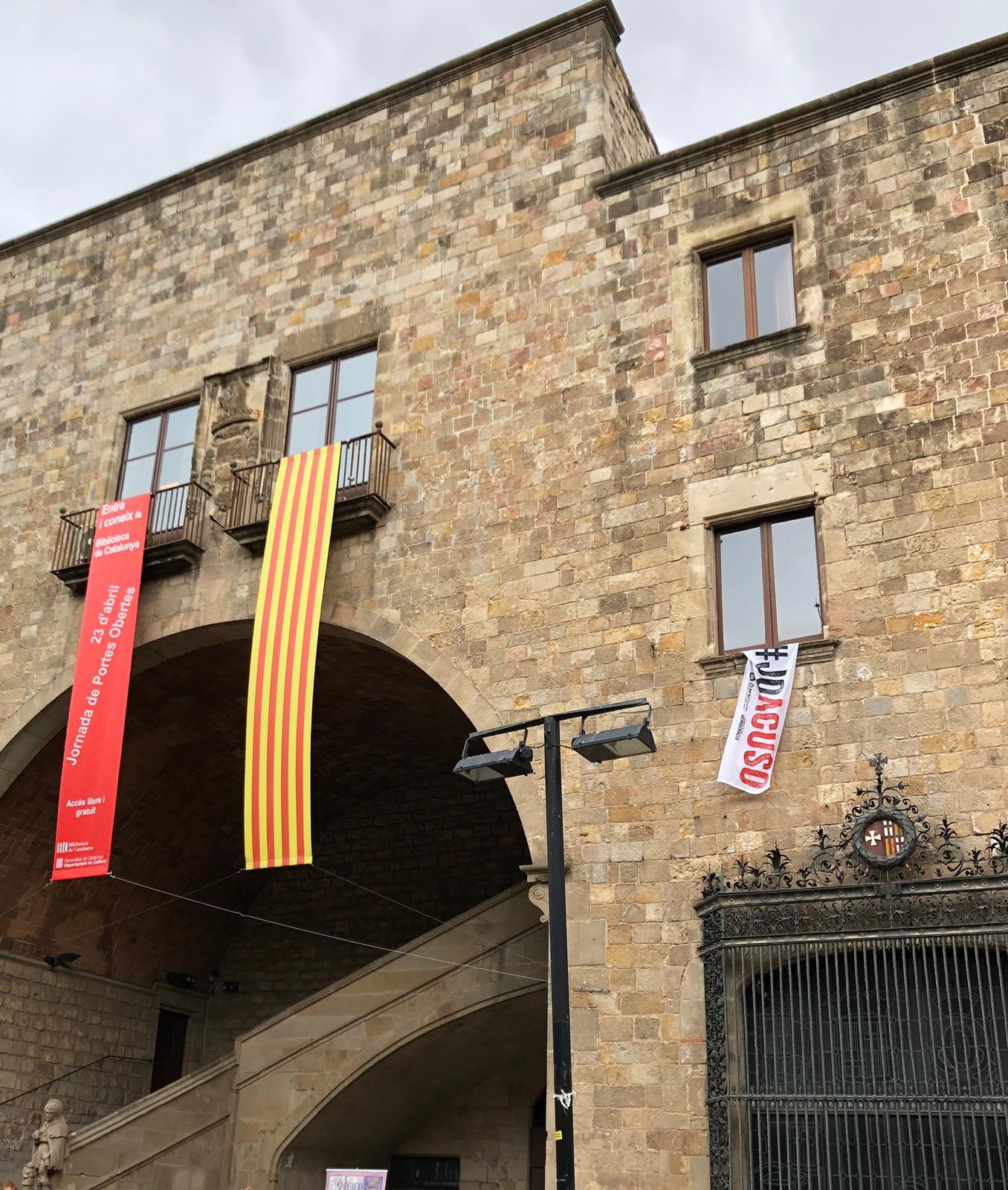 El PP pide a la Junta Electoral retirar pancartas separatistas de una biblioteca pública de Barcelona