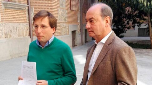 El edil del Grupo Municipal del PP en el Ayuntamiento de Madrid, Fernando Martínez Vidal, junto a José Luis Martínez Almeida. Foto: Europa Press