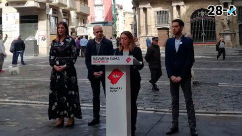 La candidata de Navarra Suma al Senado Amelia Salanueva frente al Ayuntamiento de Pamplona en un mitin electoral. Foto: Europa Press