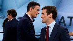 Pablo Casado y Pedro Sánchez se cruzan antes de comenzar el debate en Atresmedia