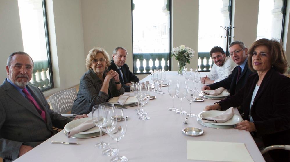 Comida de Manuela Carmena con ex alcaldes de Madrid en 2016. (Fotos. Madrid)
