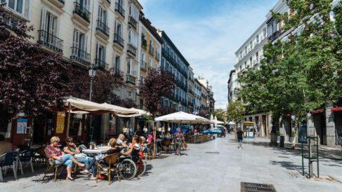 Turistas en la Plaza Mayor de Madrid (Foto: iStock)