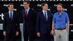 Los cuatro candidatos de partidos mayoritarios (Pablo Casado, Pedro Sánchez, Albert Rivera y Pablo Iglesias) en el debate de RTVE. Foto: EFE