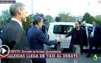 Iglesias copia a Revilla y llega en taxi al debate decisivo de Atresmedia