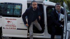 Pablo Iglesias llegó en taxi al debate de Atresmedia (Foto: EFE)
