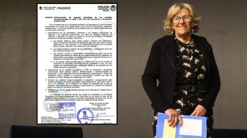 Manuela Carmena esta semana junto a la nota interna de la Policía. (Foto. Madrid)