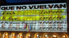 Una imagen de la proyección de 'los papeles de Bárcenas' en la Casa de la Panadería de la Plaza Mayor de Madrid.
